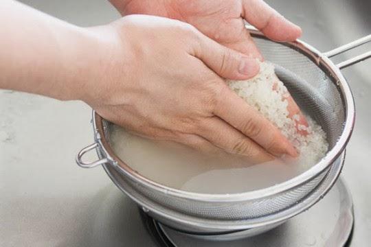 cách nấu cháo hải sản tôm mực 1