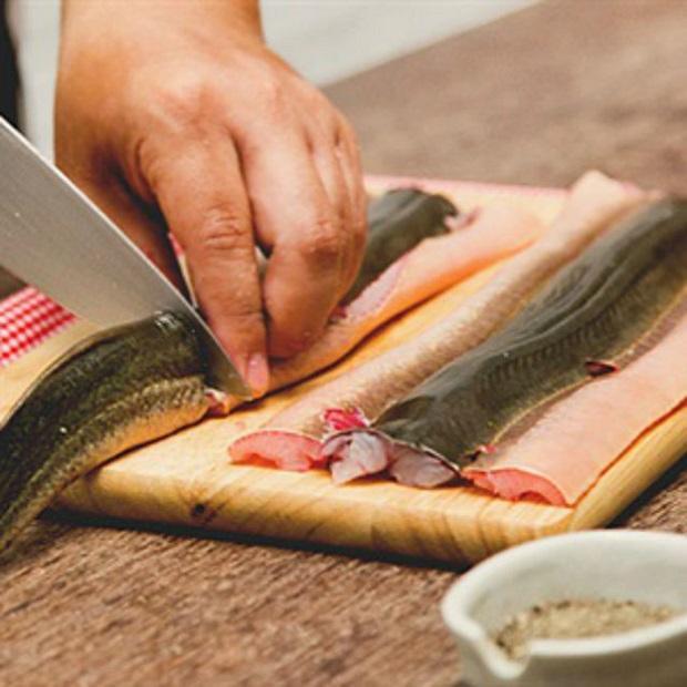 cháo lươn nấu với rau gì cho bé 2
